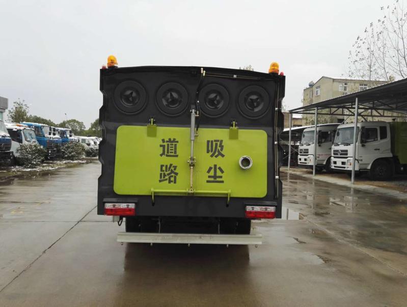 东风小多利卡5.5方吸尘车