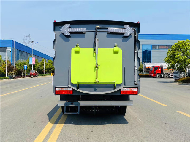 国六东风小多利卡5.5方扫路车