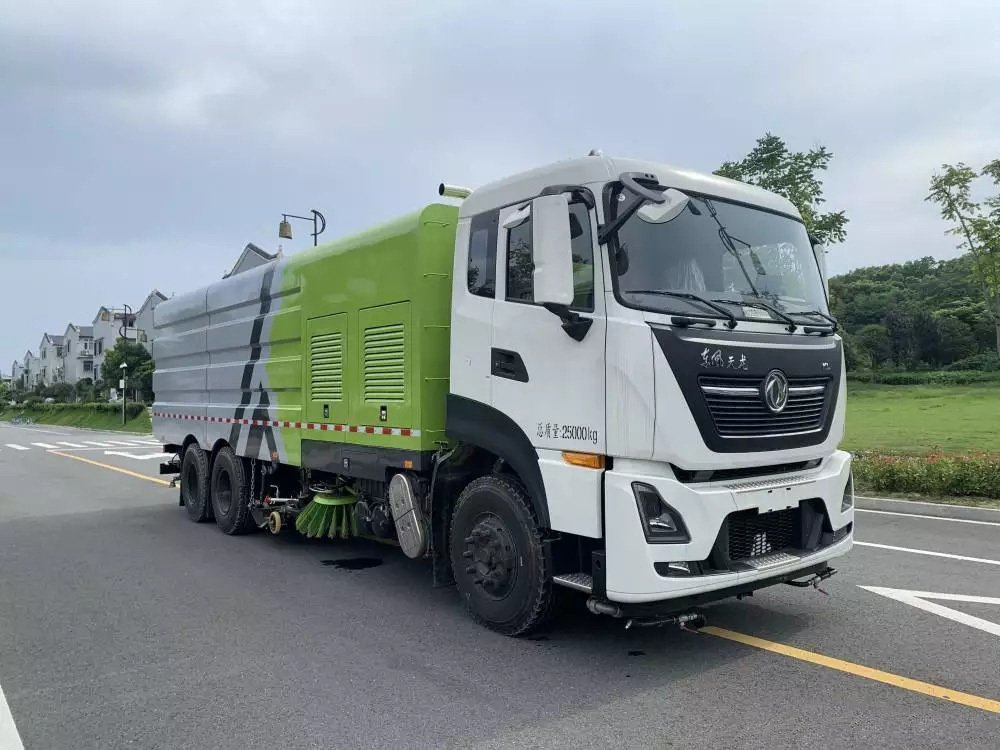 東風天龍25噸廠區洗掃車