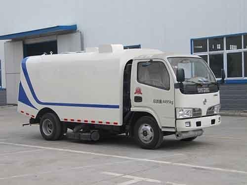 华通牌HCQ5040TXCDFA型吸尘车