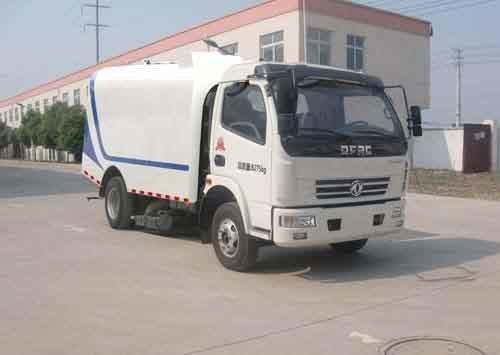 华通牌HCQ5081TXCDFA型吸尘车