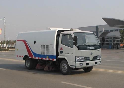 久龙牌ALA5070TSLDFA4型扫路车