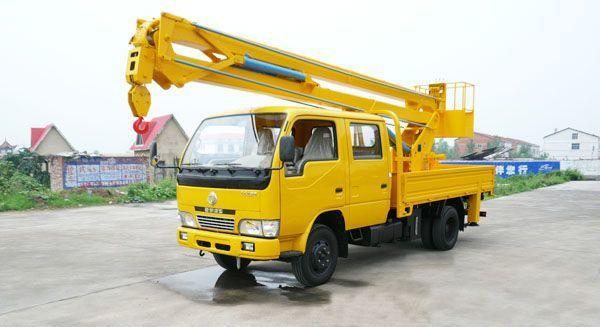 东风轻型双排高空作业车