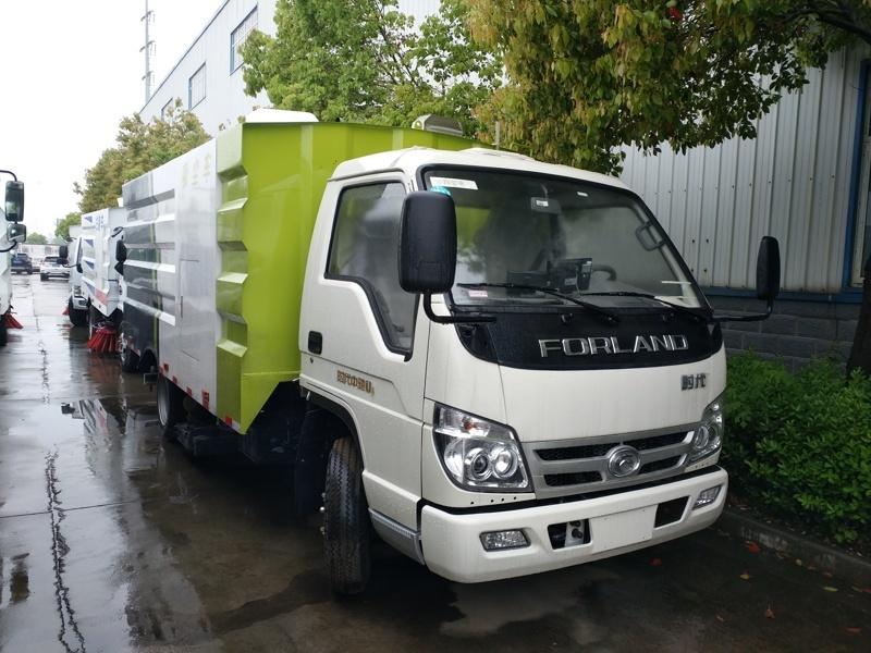 福田5立方吸尘车