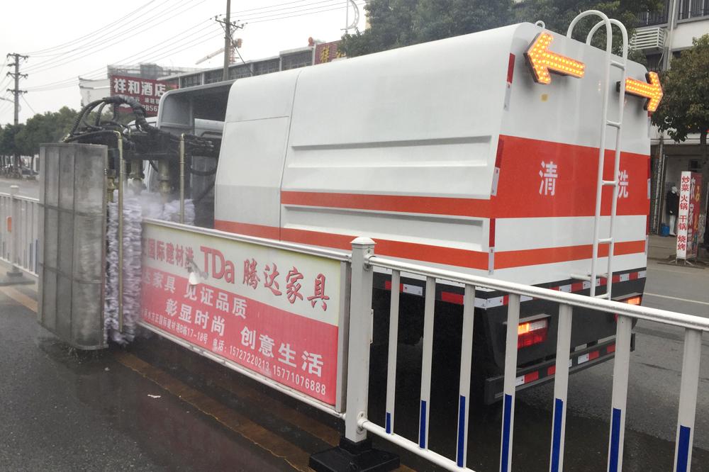 东风多利卡4方护栏清洗车